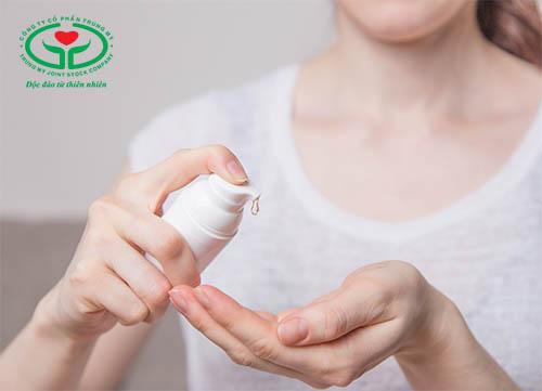 Gel bôi trơn âm đạo giúp giảm tình trạng tiểu ra máu sau khi quan hệ
